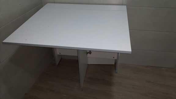 Imagen Mesa abatible nueva y 5 sillas regalo