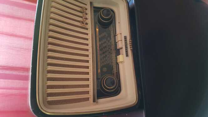 Imagen producto Radio antigua  2