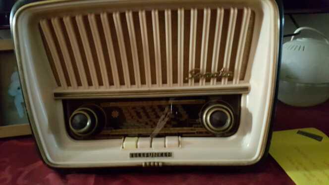 Imagen producto Radio antigua  3