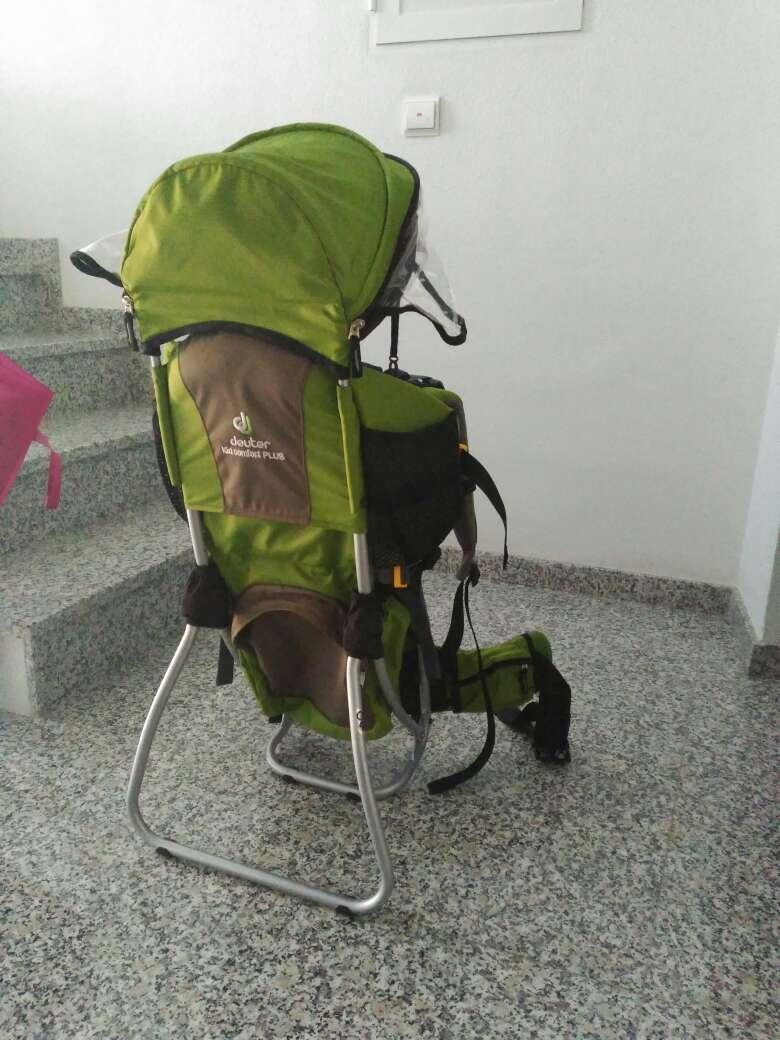 Imagen mochila de montaña para bebé