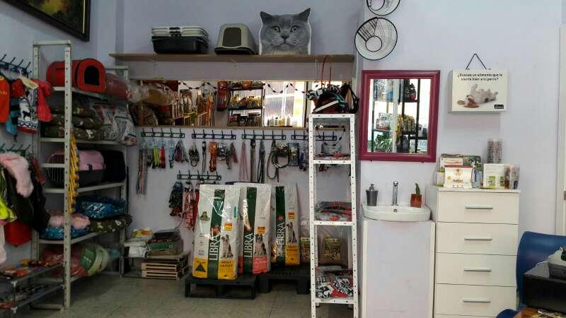 Imagen tienda de alimentación y accesorios para mascotas.