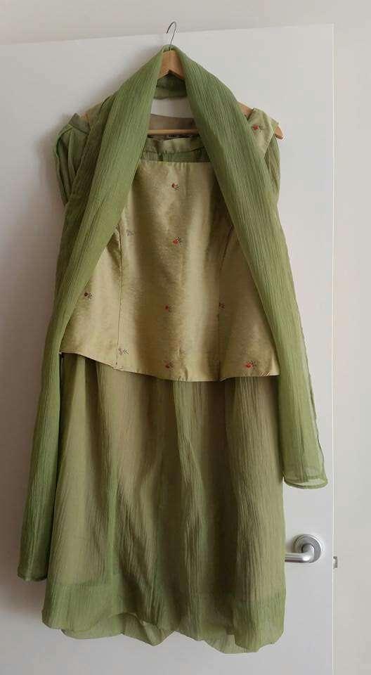 Imagen producto Vestido de fiesta con chal 1