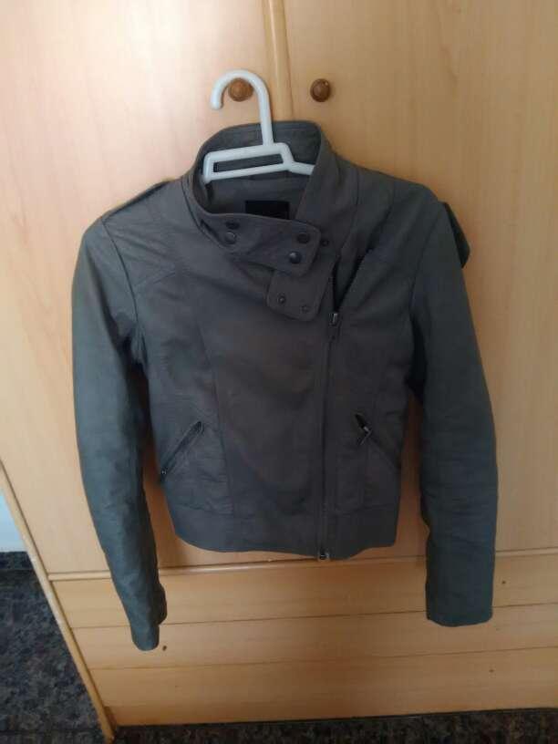 Imagen chaqueta de cuero gris