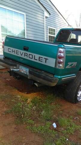 Imagen producto Vendo esta troka Chevrolet cilverado año 1996 4x4 automática 3 puertas 226,000 millas en perfectas condiciones corre bien ningún problema  4