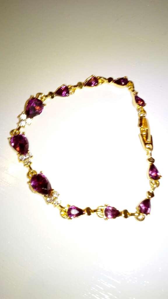 Imagen pulsera lila