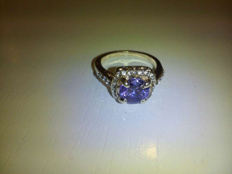 Imagen anillo lila