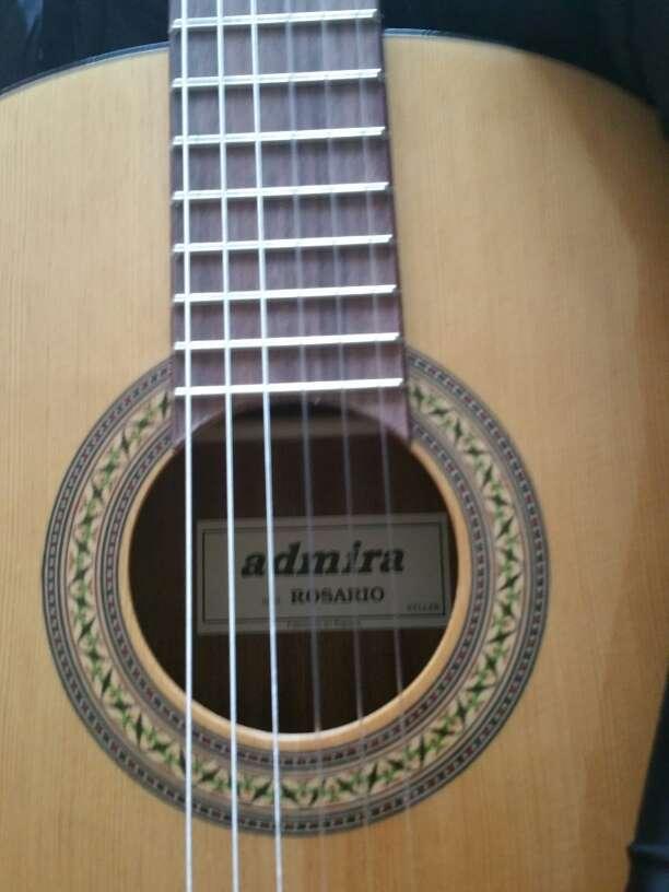 Imagen guitarra española admira rosario
