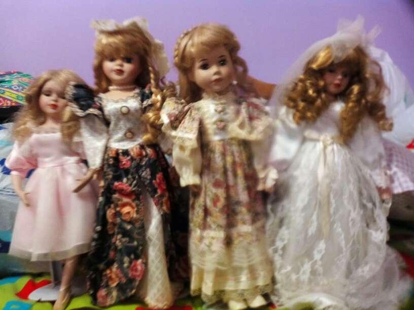 Imagen muñecas de porcelana
