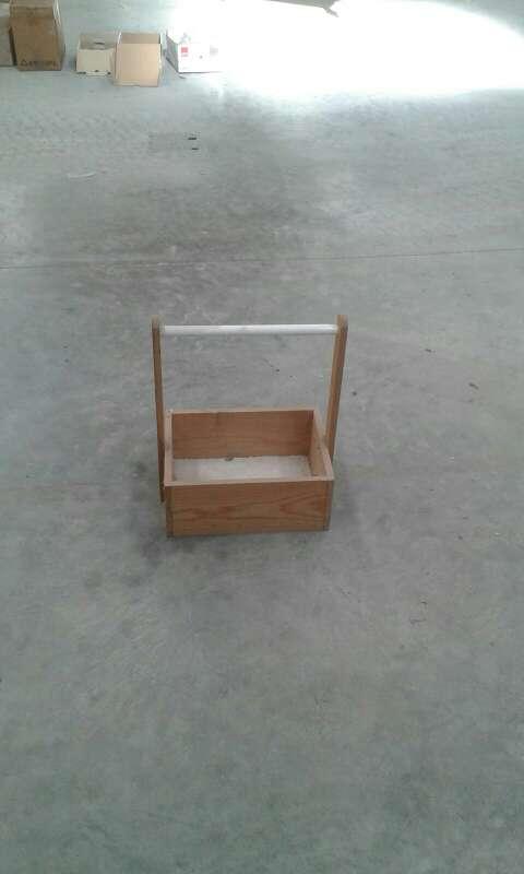 Imagen caja de madera con asa