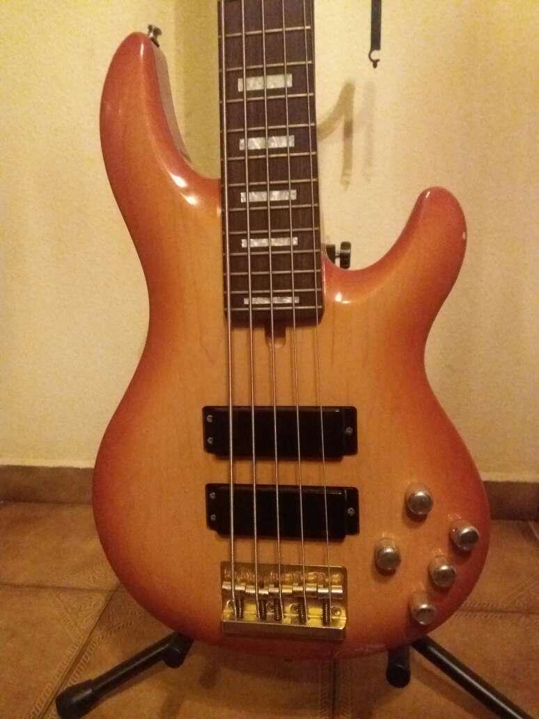 Imagen Guitarra Bajo Yamaha bbn5a Nathan East cambio
