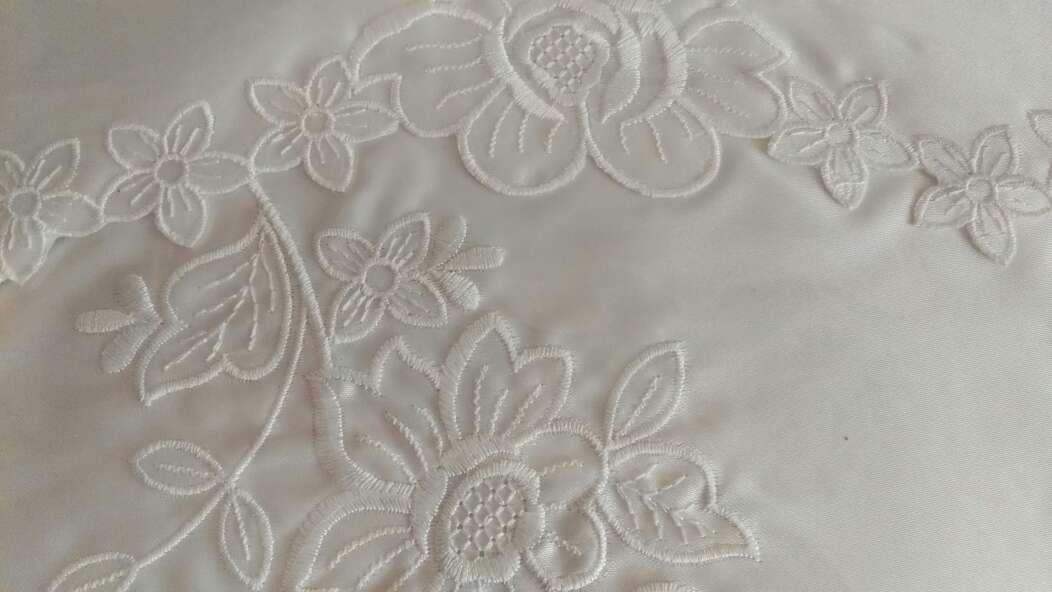 Imagen producto Sábanas bordadas de raso 4