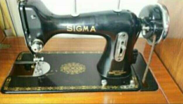 Imagen maquina de coser antigua SIGMA
