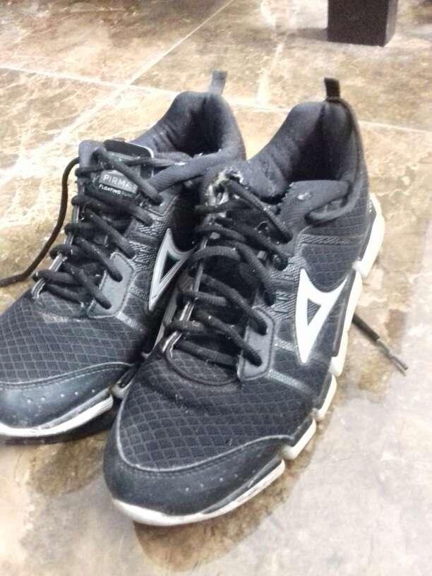 Imagen tenis y zapatos
