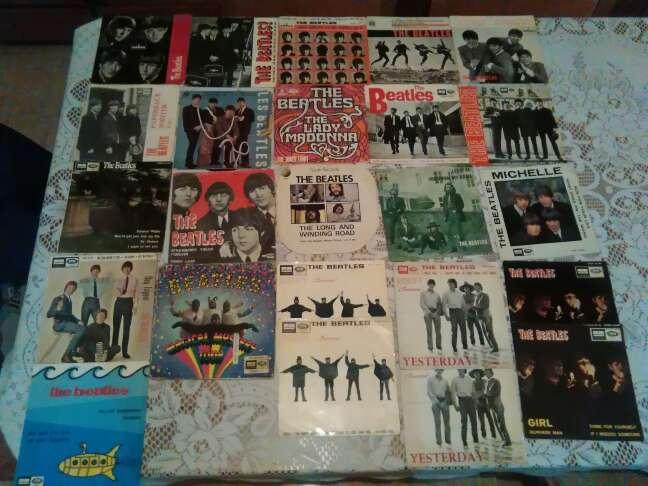 Imagen 24 discos de los Beatles