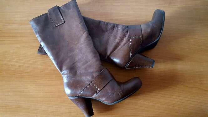 Imagen botas de piel chocolate