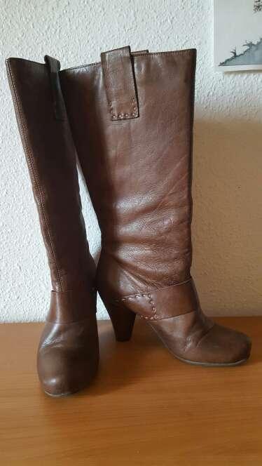 Imagen producto Botas de piel chocolate  4