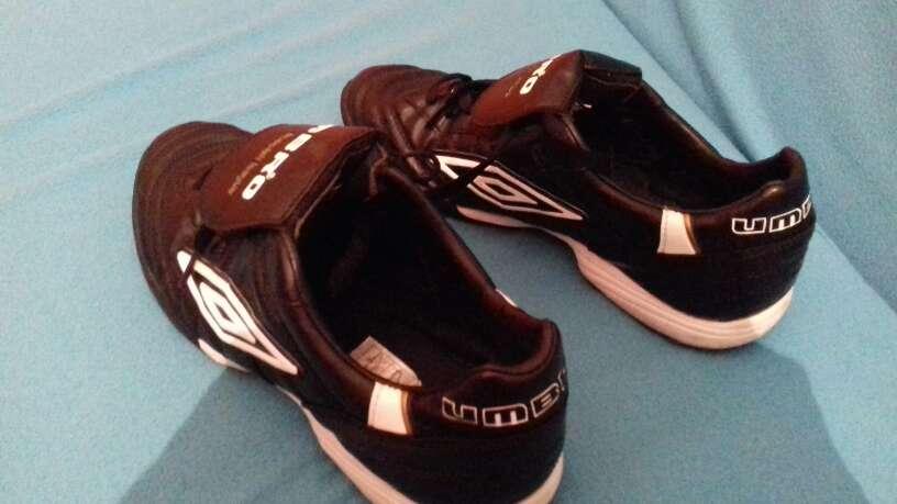 Imagen zapatillas de deporte marca UMBRO