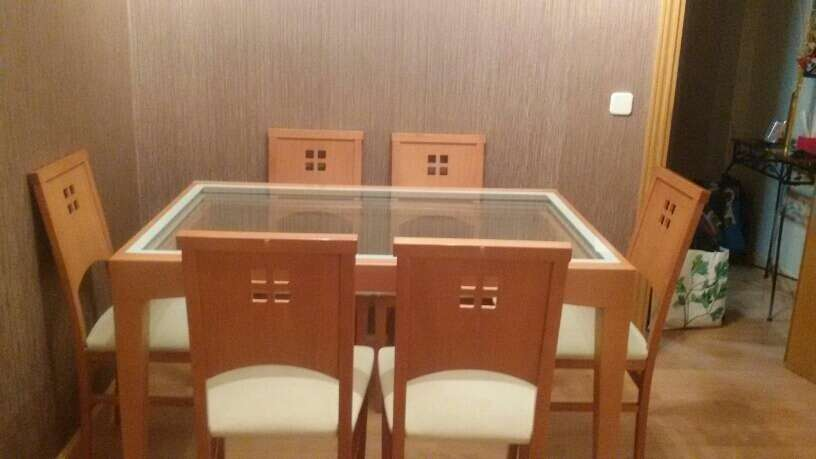 Imagen producto Conjunto de mesa y seis sillas de salón  4
