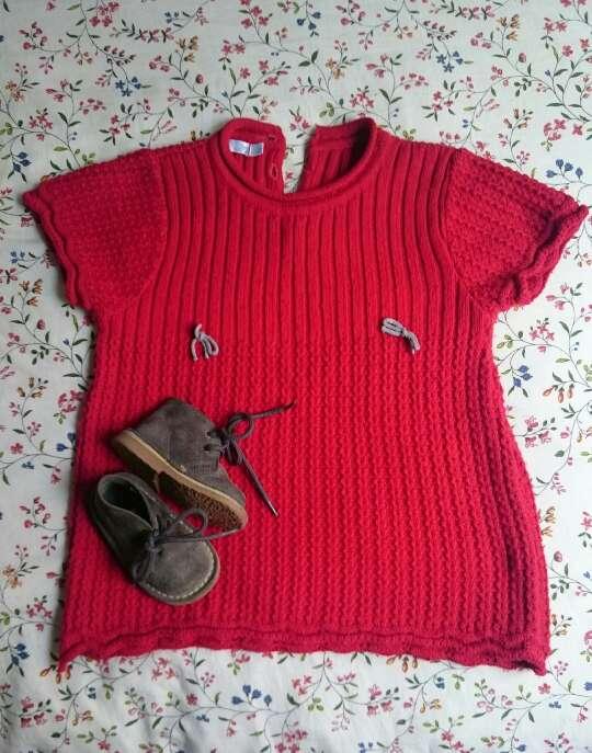Imagen producto Vestido punto rojo y botas grises  2