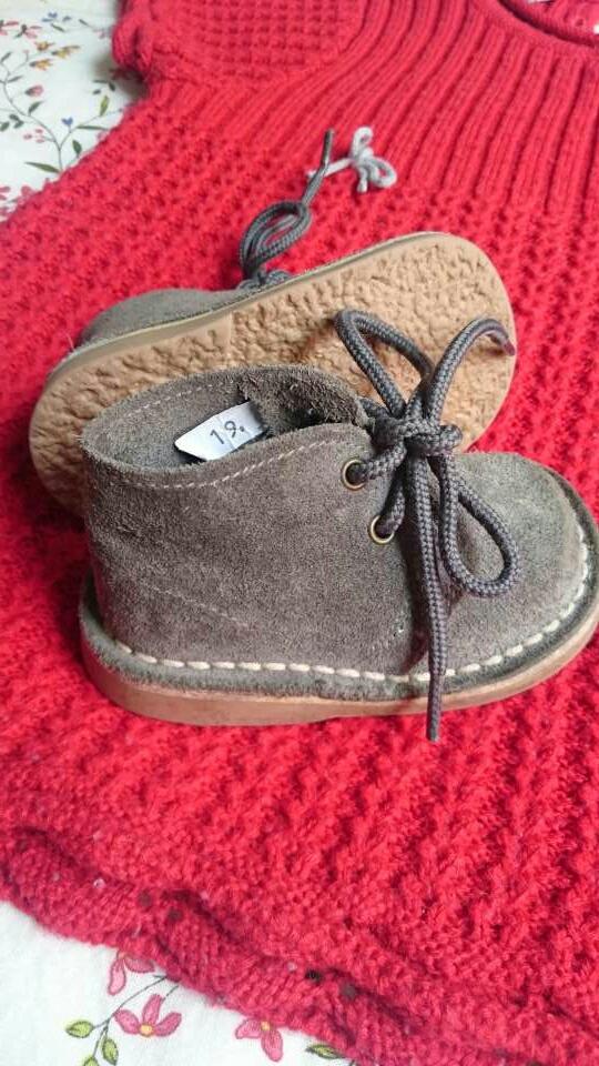 Imagen producto Vestido punto rojo y botas grises  3