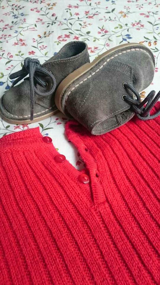 Imagen producto Vestido punto rojo y botas grises  4