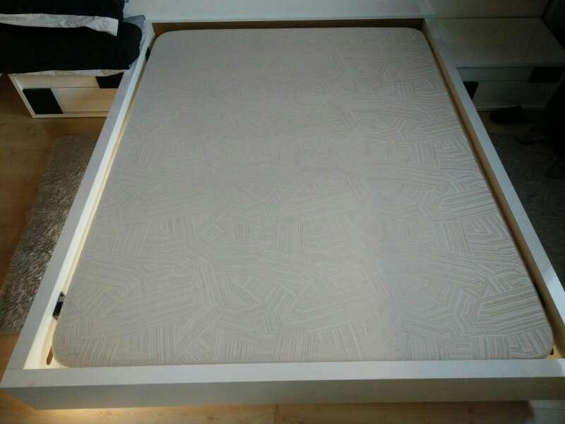 Imagen producto Somier en base tapizada de alta calidad en blanco lacado brillo 3