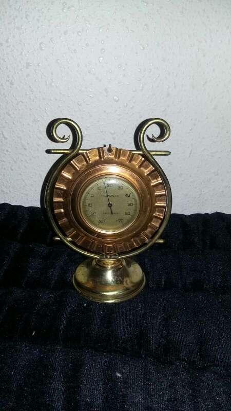 Imagen termómetro antiguo de bronce y cobre