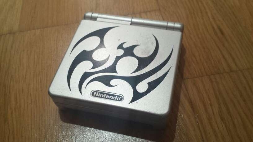 Imagen producto Game Boy Advance SP Edición Tribal 1