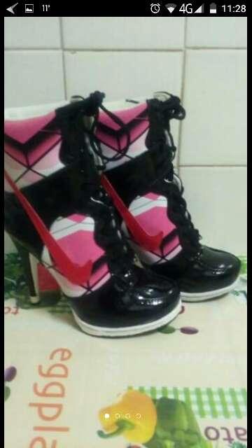 Imagen producto Botas tacones Nike nuevas talla37 2