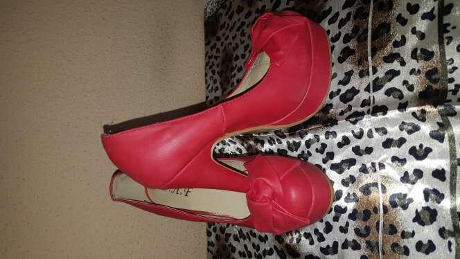 Imagen zapatos rojos talla 35