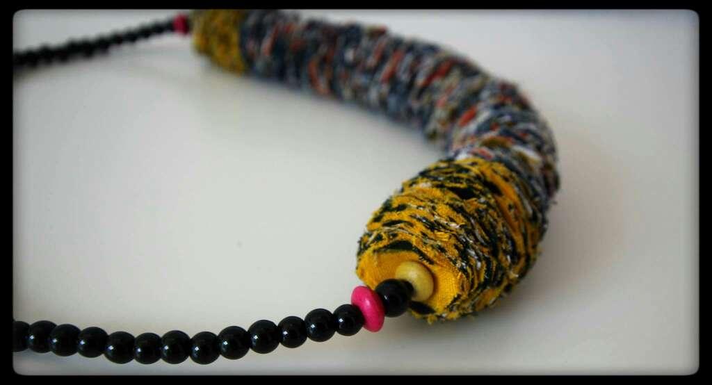 Imagen producto Collar hecho a mano 2