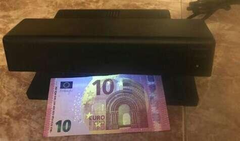 Imagen detector billetes falsos urge vender