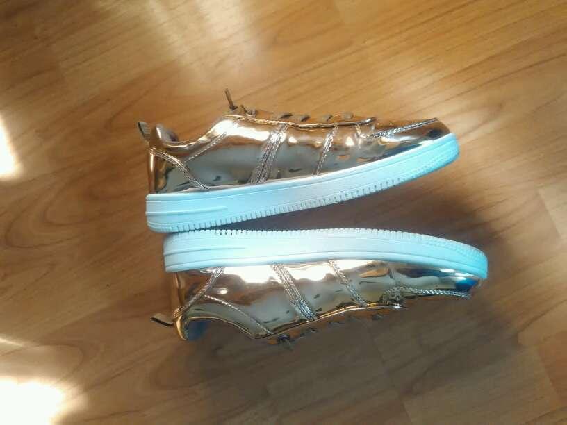 Imagen producto Zapatillas doradas. nuevas 2