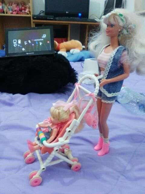 Imagen barbie y shelly de los años 90