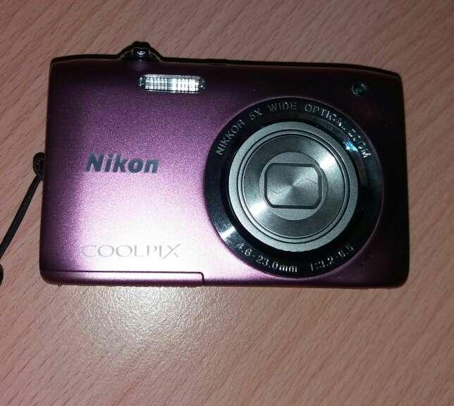 Imagen producto Vendo camara de foto nikon color rosa 3
