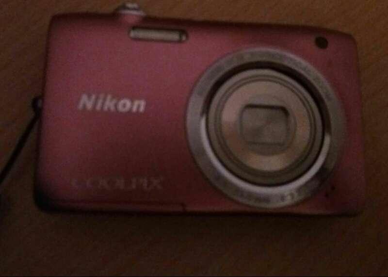 Imagen vendo camara de foto nikon color rosa