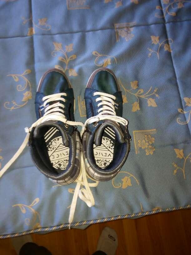 Imagen zapatilla azul