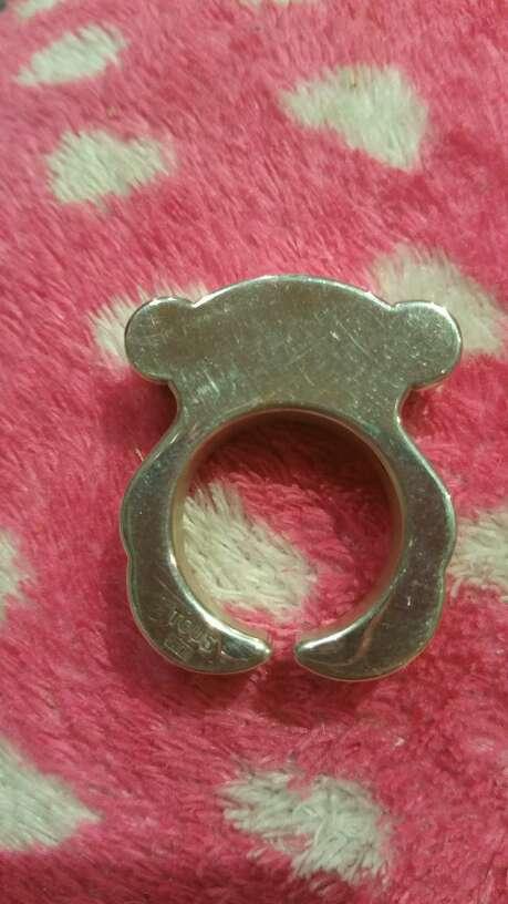 Imagen anillo tous original se ve en el sello  de plata tous