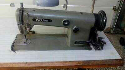 Imagen producto Maquina de coser brother 4