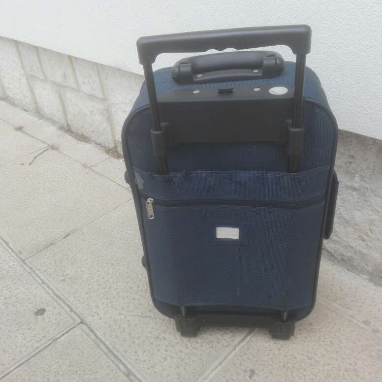 Imagen maleta azul