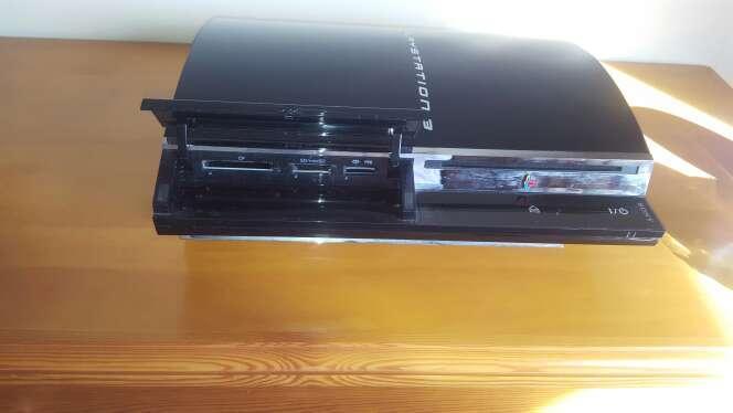 Imagen Playstation 3 con cd de alonso y volante incluido