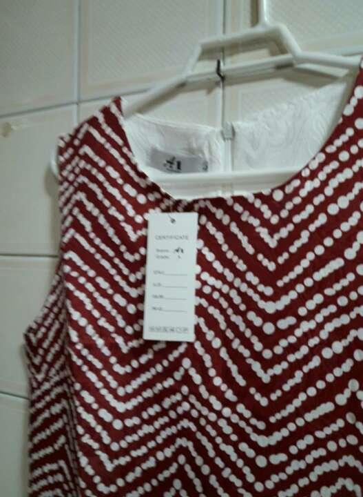 Imagen producto Vestido con etiqueta. 3