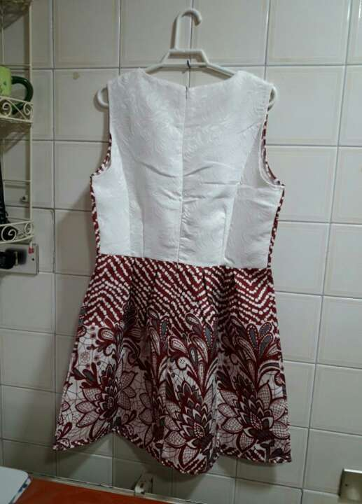 Imagen producto Vestido con etiqueta. 2