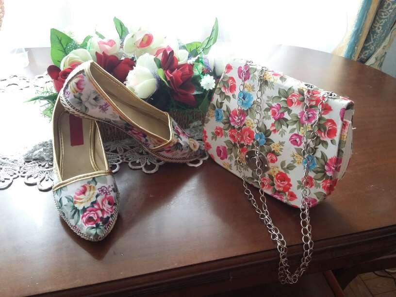 Imagen conjuto zapato y bolso