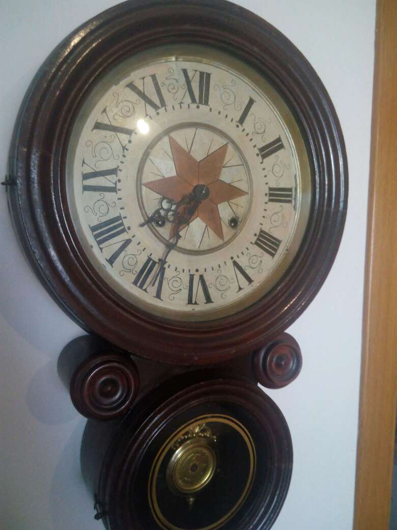 Imagen Reloj de caoba modernista