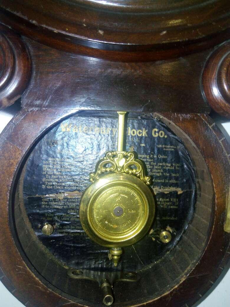 Imagen producto Reloj de caoba modernista 2