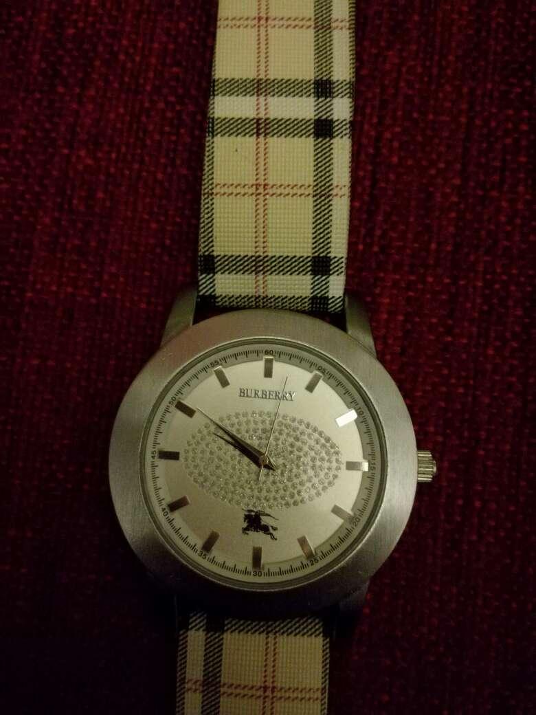 Imagen producto Reloj Marca Burberry ,con poco uso 1