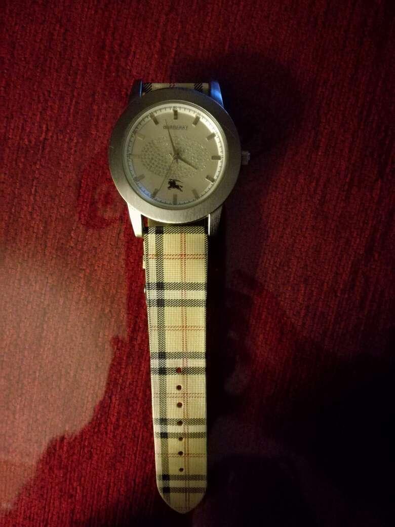 Imagen producto Reloj Marca Burberry ,con poco uso 3
