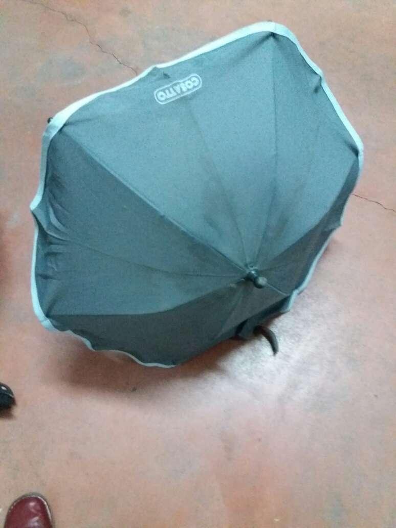 Imagen 2 sombrillas para carricoche. tienen el broche roto