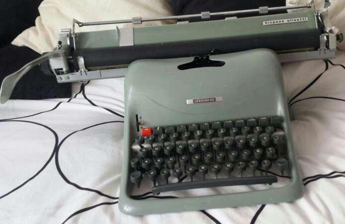 Imagen maquina escribir olivetti